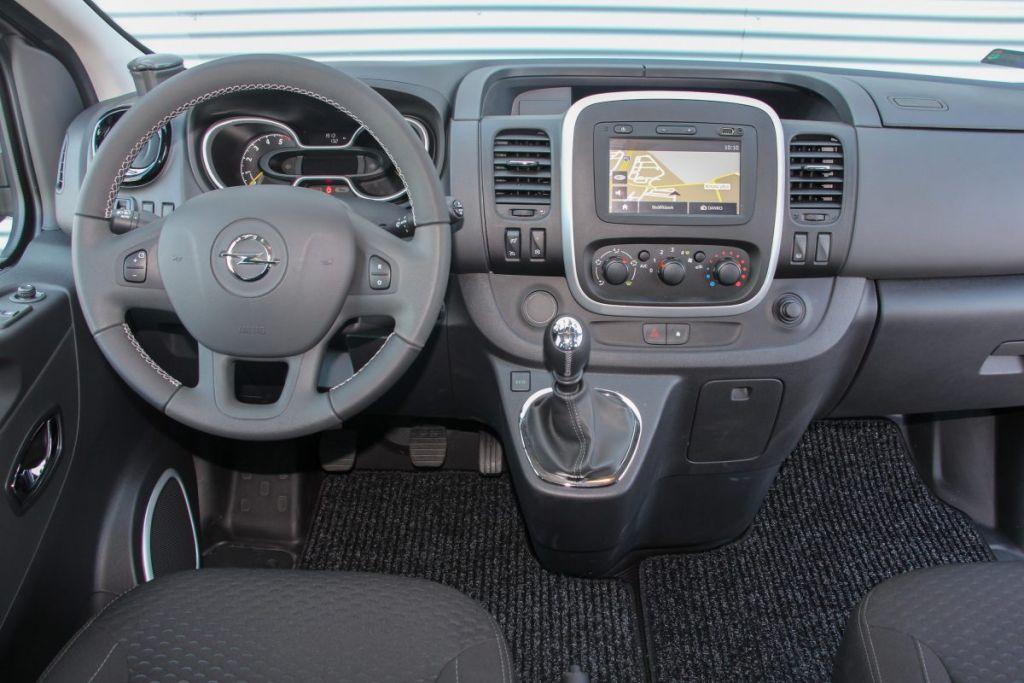 Opel-Vivaro-muszerfal